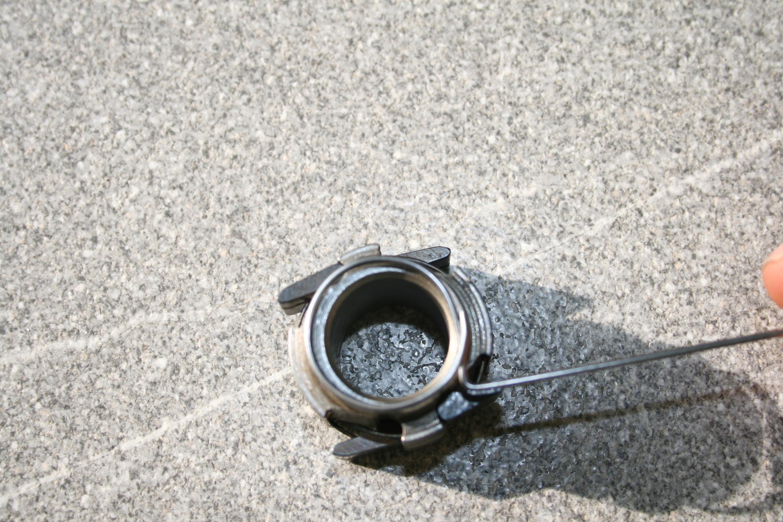 Kreis aus Federstahldraht mit Größe des Sperrklinkenträgers vergleichen
