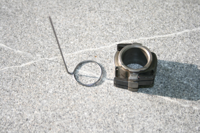 überstehenden Federstahldraht axial zum Kreis gebogen